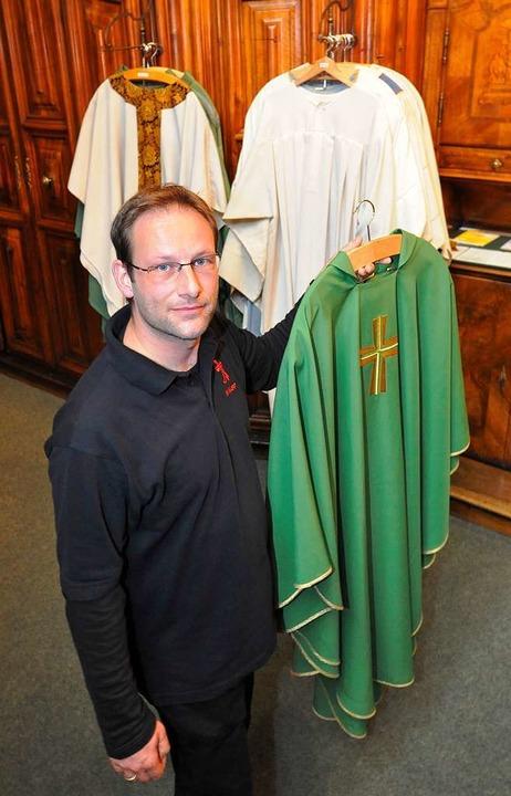 Die Kirche zeigt sich in Grün: ein Mes...ebrant bei der Papstmesse tragen wird.  | Foto: Michael Bamberger