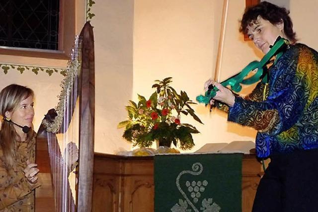 Geige, Harfe und schwebender, harmonischer Gesang