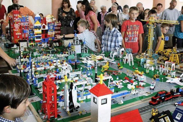 Eine komplette Stadt aus 100 000 Lego-Steinen