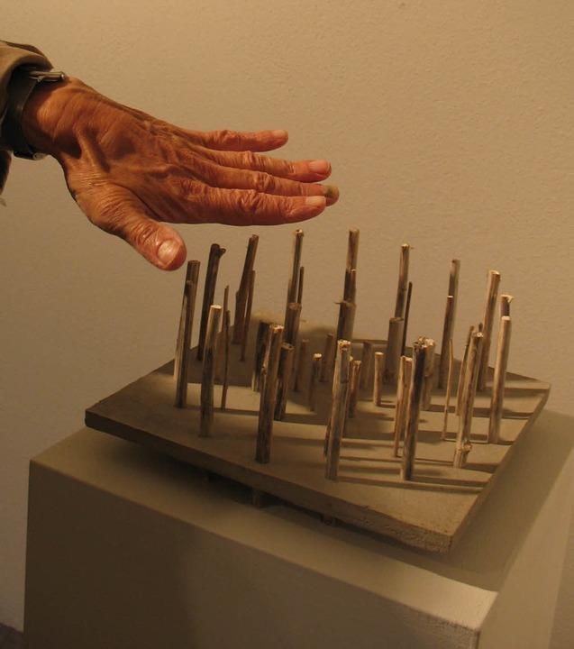 Kunst zum Be-greifen? Skulptur von Jürgen Burkhart (2006)  | Foto: Seiler