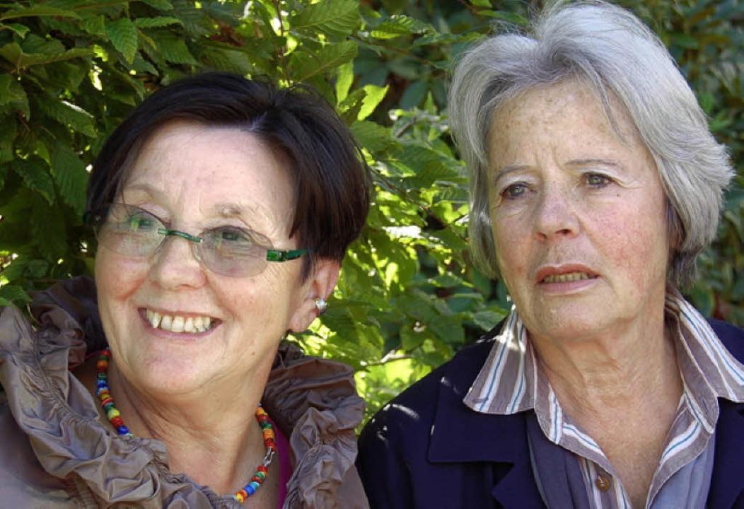 Carin Schelkes-Unruh (rechts) und Kari...te des Kunstforums Hochschwarzwald.     | Foto: annemarie Zwick