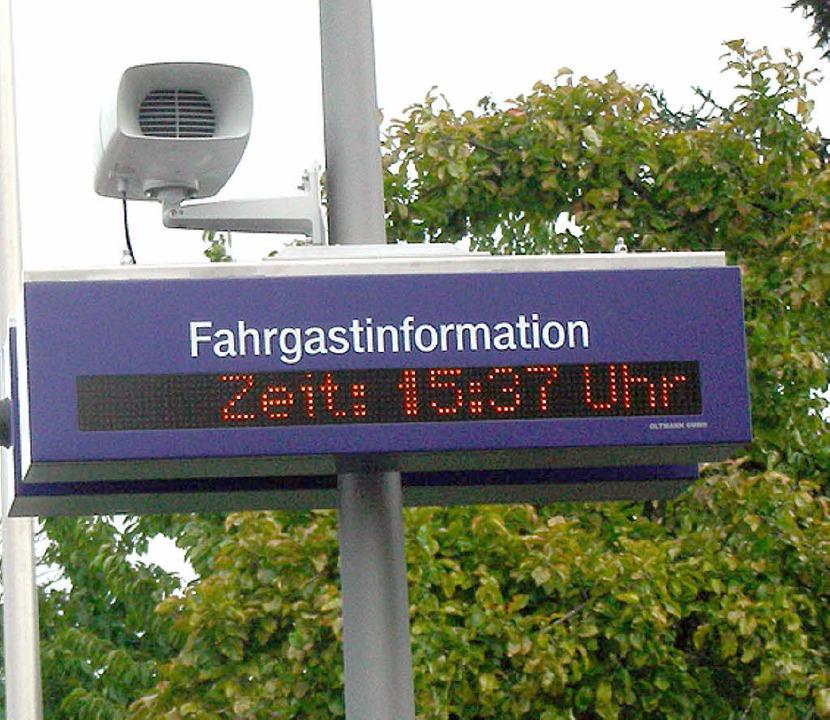 Ganz neu: mit der erneuerten Signaltec...uch Leuchtanzeigen an den Bahnsteigen.  | Foto: Mario Schöneberg