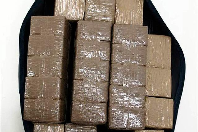 Polizei erwischt Dealer mit 25 Kilo Haschisch