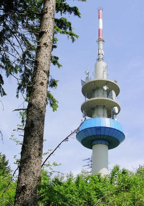 1985 kam der 93 Meter hohe Fernmeldeturm dazu.     Foto: Michaelis