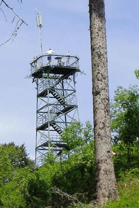 Bis zu 30000 Besuchern im Jahr besteigen den Aussichtsturm.  | Foto: Bernd Michaelis
