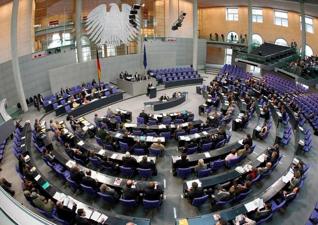 Wie viele Plätze im Plenarsaal des Bun...tzt sein, wenn der Papst dort spricht?  | Foto: dpa