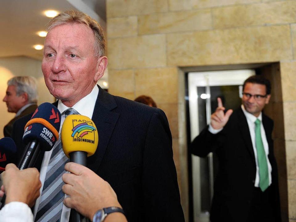 SPD-Fraktionschef Claus Schmiedel (lin...gierungspartner reagierten überrascht.  | Foto: dpa