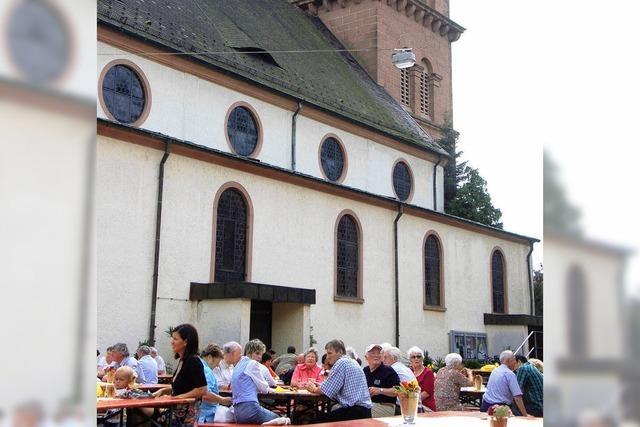 Feiern unterm Kirchturm