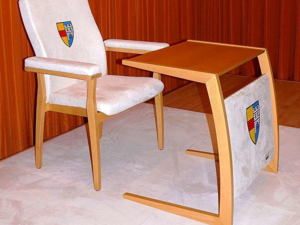 Tisch und Stuhl für den Papst.    Foto: Stadt