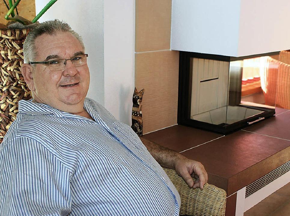 Rolf Rinkel freut sich am Wochenende a...ucher im Kachelofen- und Kamincenter.   | Foto: Gerda Oswald
