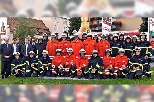 Drei Feuerwehren mit neuen Helmen