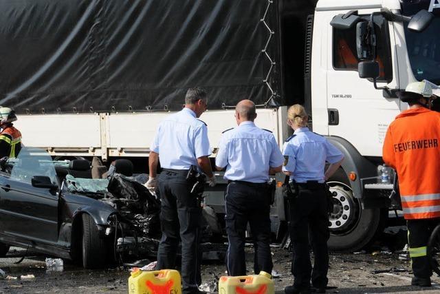 19-Jähriger stirbt bei Frontalunfall auf der B33