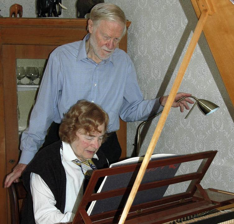 Sind angetan von Musik und alten Taste...seine Frau Charlotte Heath-Marquerre.   | Foto: Heike Lemm
