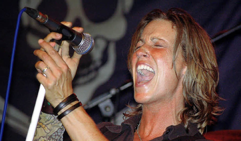 Starke Stimme: Sarah Heimann, Frontfrau der Rockband Rich + Famous  | Foto: Hildegard Siebold