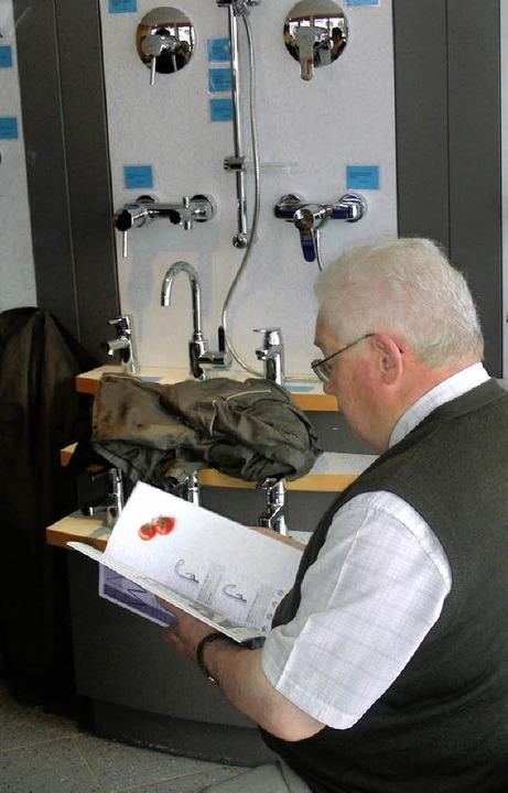 Die Besucher nutzten die Gelegenheit, ...ausgestellten Produkte zu informieren.  | Foto: Mario Schöneberg