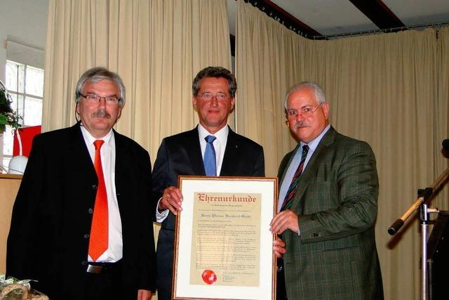 Bürgermedaille für Pfarrer Bernhard Goetz