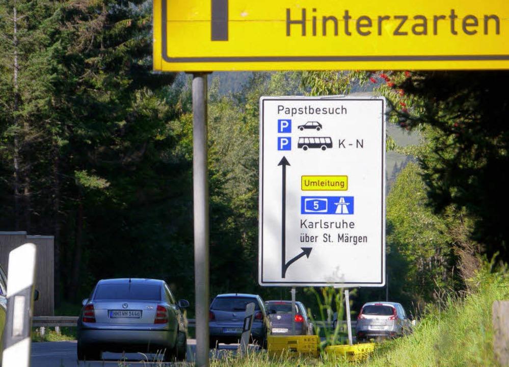 Schon in Hinterzarten sind an der B 31...Glottertal um Freiburg herumgeleitet.   | Foto: Winckelmann