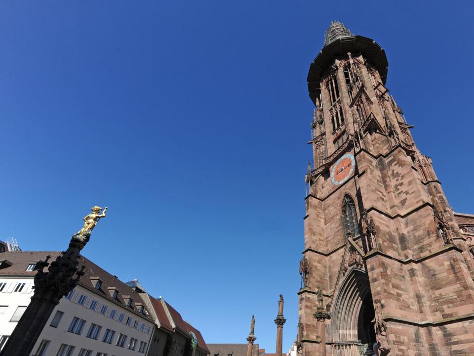 Zentrum des Freiburger Katholizismus: das Münster.  | Foto: dpa