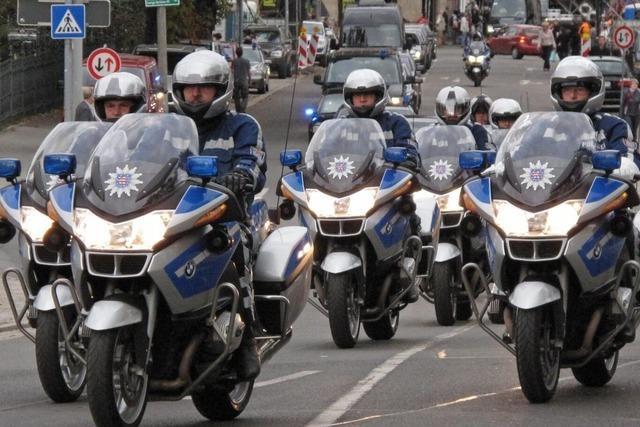 Polizei warnt vor Papst-Staus auf der Autobahn