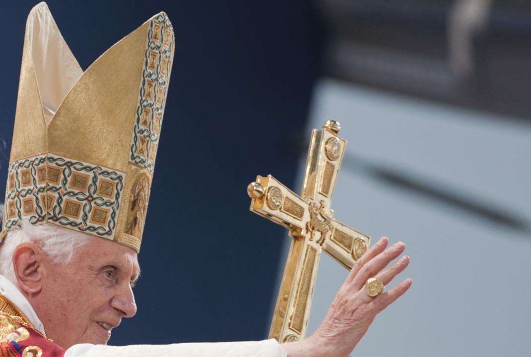 Im Eichsfeld erteilte Papst Benedikt X...sich mit Opfern sexuellen Missbrauchs.  | Foto: Joerg Koch