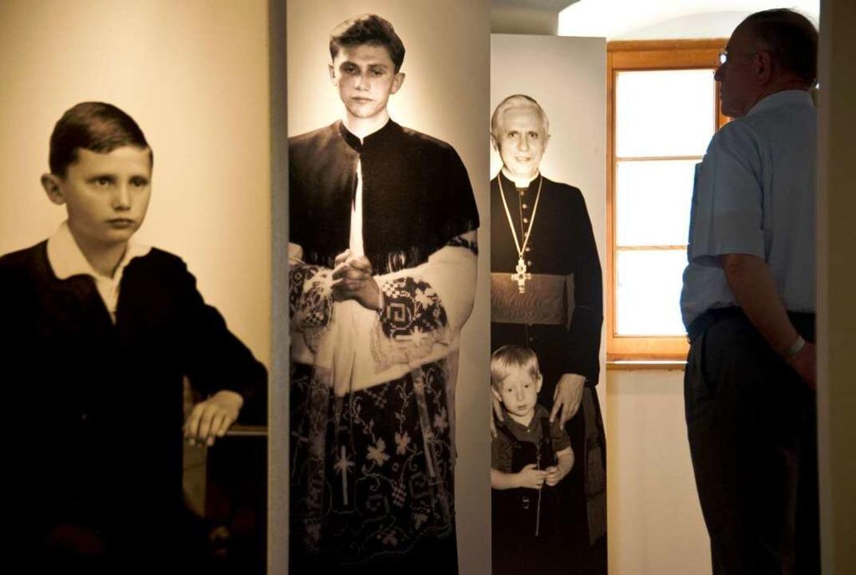 Ratzinger als Kind, junger Priester und Bischof  | Foto: AFP ImageForum