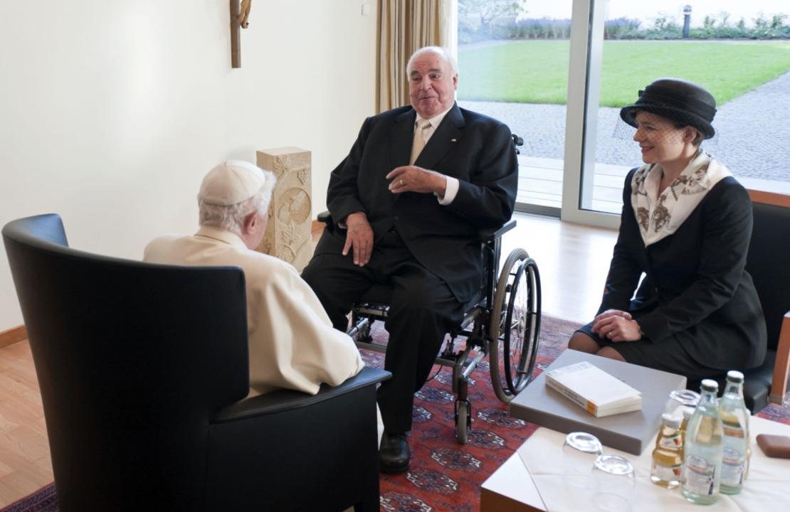 Papst Benedikt und Helmut Kohl treffen sich in Freiburg  | Foto: Guido Bergmann/Pool