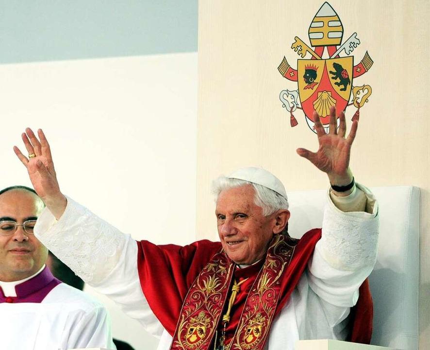 Der Papst feierte mit 23.000 jungen Menschen die Vigil.  | Foto: dpa