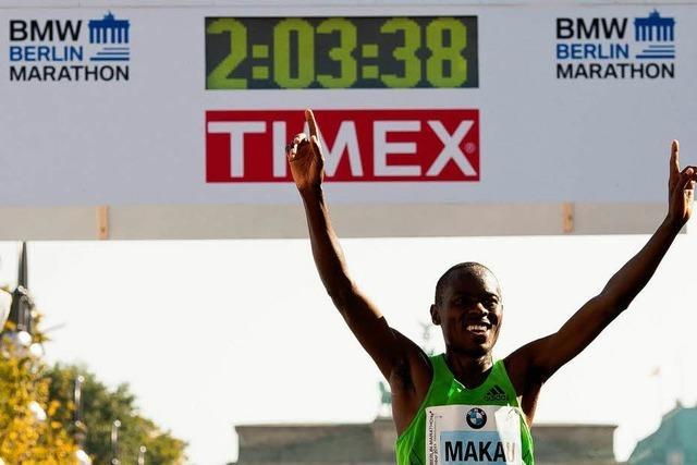 Kenianer Makau läuft in Berlin Marathon-Weltrekord