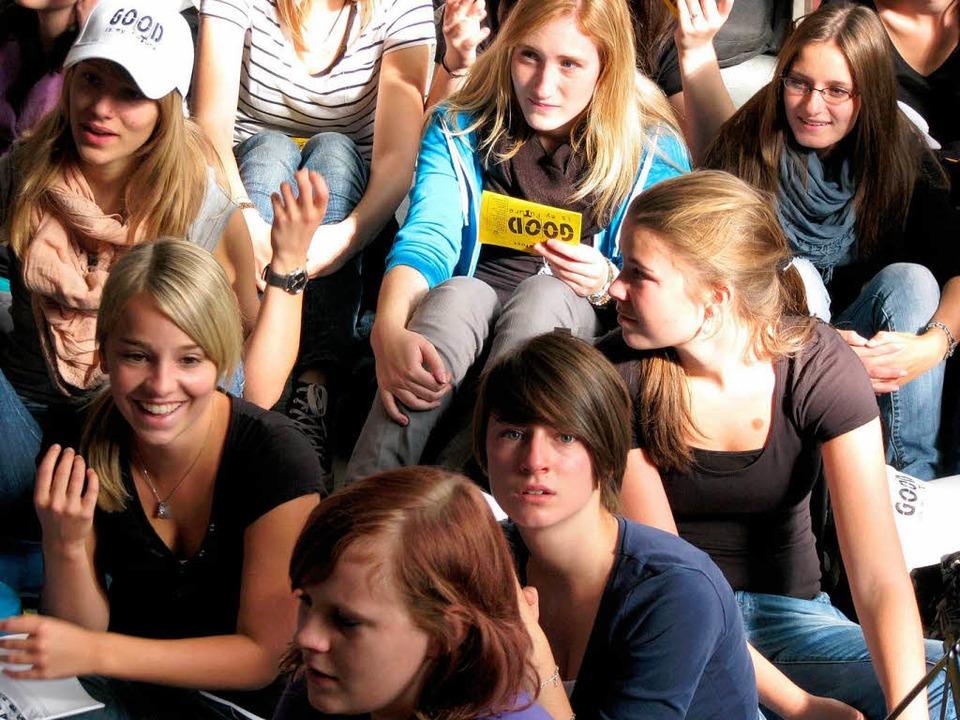 Jugendliche Pilger aus Süddeutschland ... es gemeinsam zum Papst nach Freiburg.  | Foto: Monika Rombach