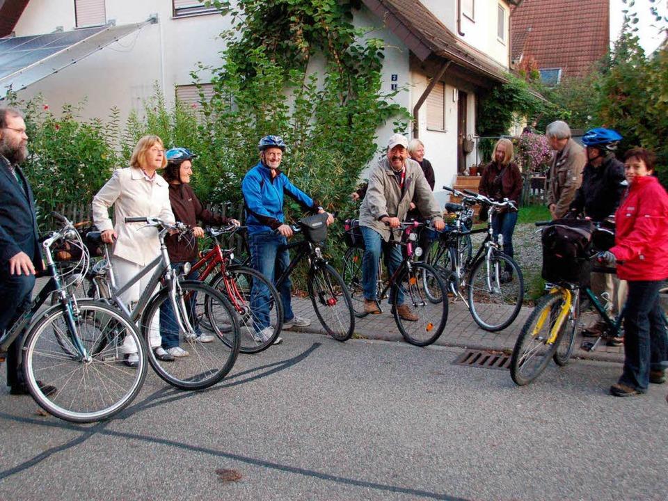 Mit dem Fahrrad machten sich viele Neu...ser selbst auf den Weg zur Papstmesse.  | Foto: manfred Frietsch