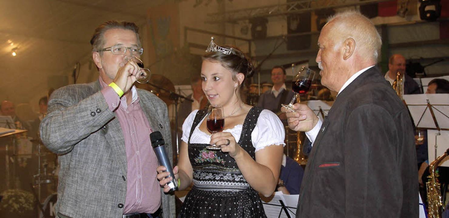Bürgermeister Wolfgang Fürstenberger (...ffnung des 62. Winzerfests zünftig an.    Foto: Langelott