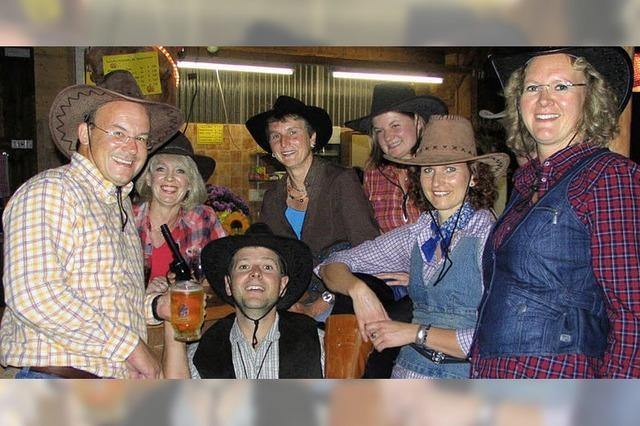 Cowboys lassen es sich im Westernschopf gut gehen