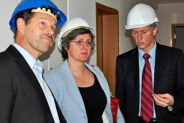Staatsministerin Krebs überrascht vom Ausmaß der Risse-Schäden