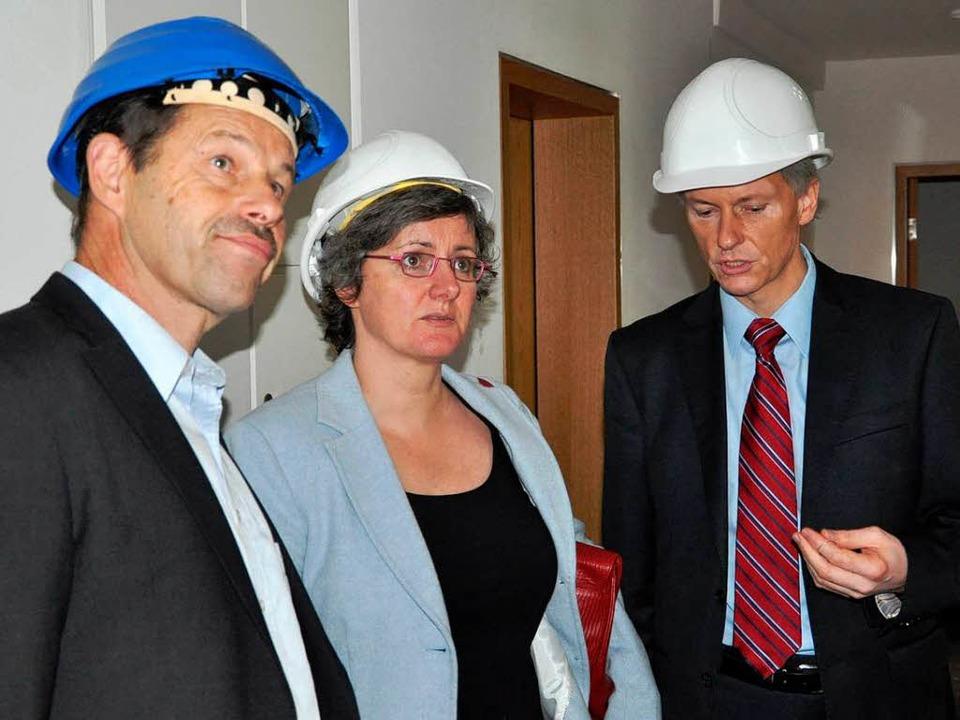 Überrascht vom Ausmaß der Zerstörung: ...ks) und Bürgermeister Michael Benitz.   | Foto: Rainer Ruther