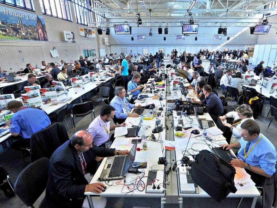 Journalisten bei der Arbeit – in der Gerhard-Graf-Sporthalle.  | Foto: Michael Bamberger