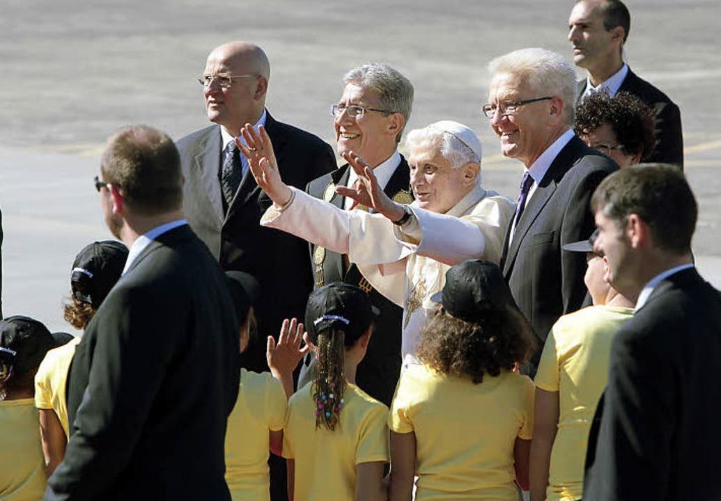Papst Benedikt ist in Lahr gelandet, r...m Oberbürgermeister Wolfgang G. Müller  | Foto: CHRISTOPH BREITHAUPT