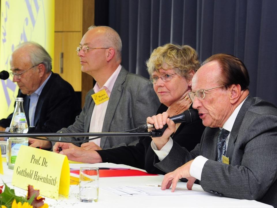 Hermann Häring, Moderator Markus Gutfl...izer, Gotthold Hasenhüttl (von links).  | Foto: Thomas Kunz