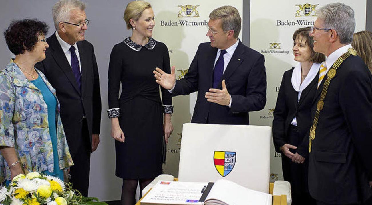Das Goldene Buch der Stadt Lahr wartet...it ihrem Mann, OB Wolfgang G. Müller.   | Foto: staatsministerium