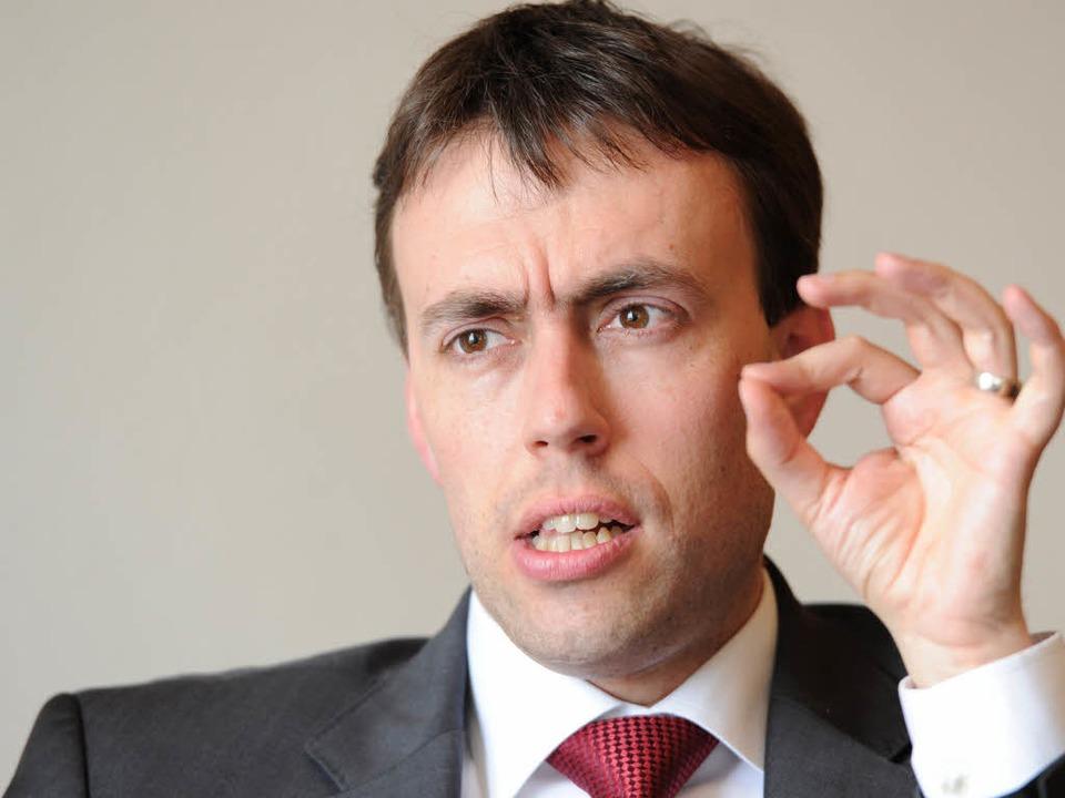 Sauer auf den Koalitionspartnert: Nils Schmid, SPD  | Foto: dpa
