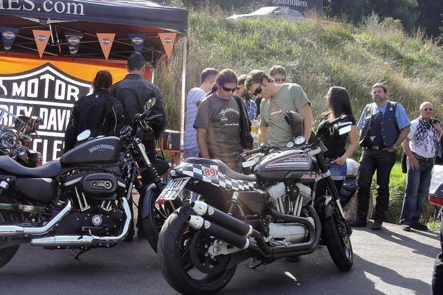 Der Himmel strahlt für die Biker