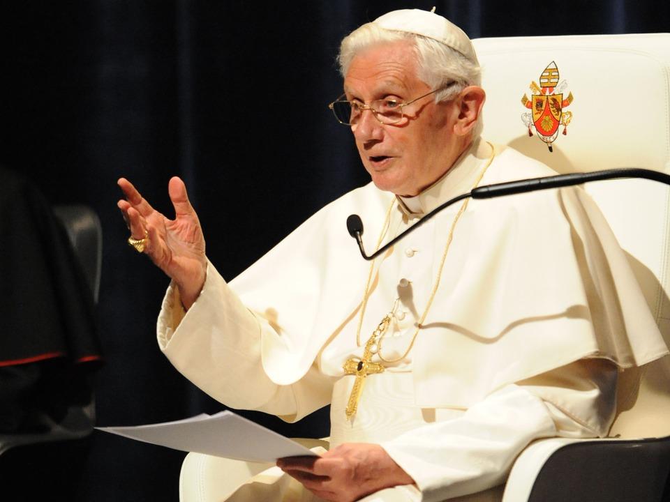 Papst Benedikt bei seiner Rede im Freiburger Konzerthaus.  | Foto: Michael Kienzler