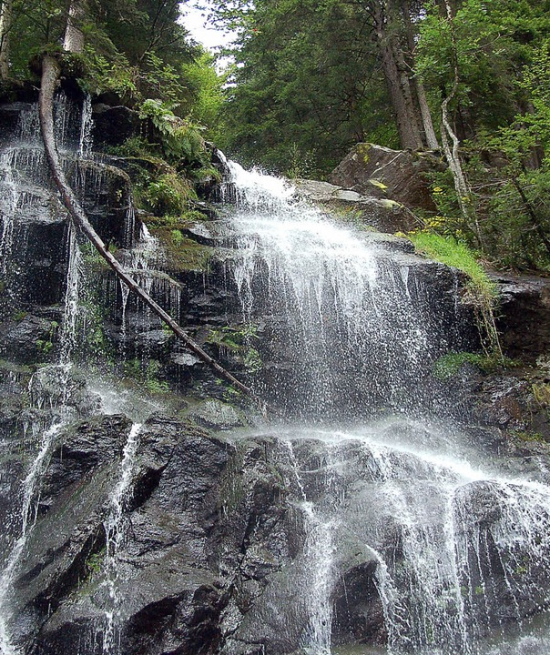 Wildromantisch in  sagenhafter Umgebung: Zweribachfälle  | Foto: Truöl