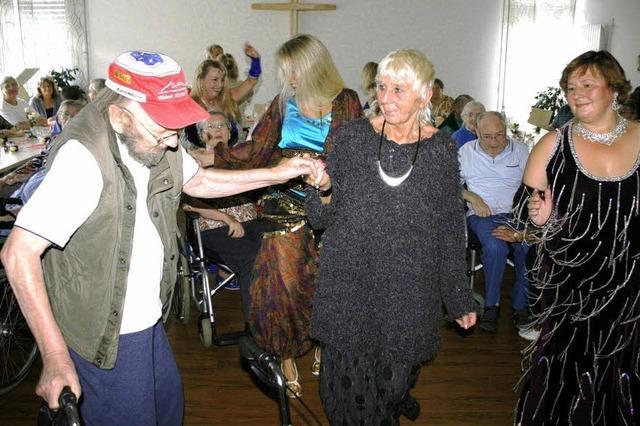Die Senioren zum Tanzen bringen