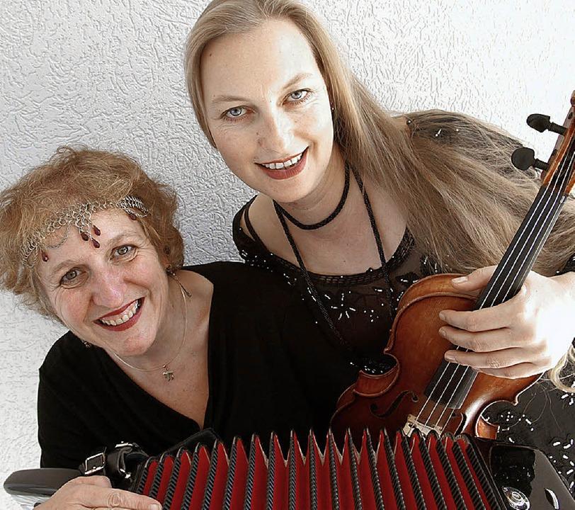Roswitha Dasch und Katharina Müther (D...rt-Hommage für die litauischen Juden.   | Foto: Veranstalter