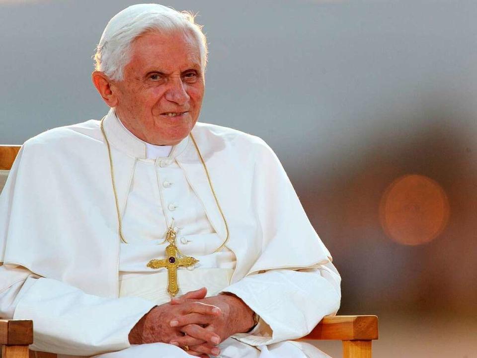 Papst Benedikt XVI. bedankt sich für herzliche Aufnahme.  | Foto: dpa