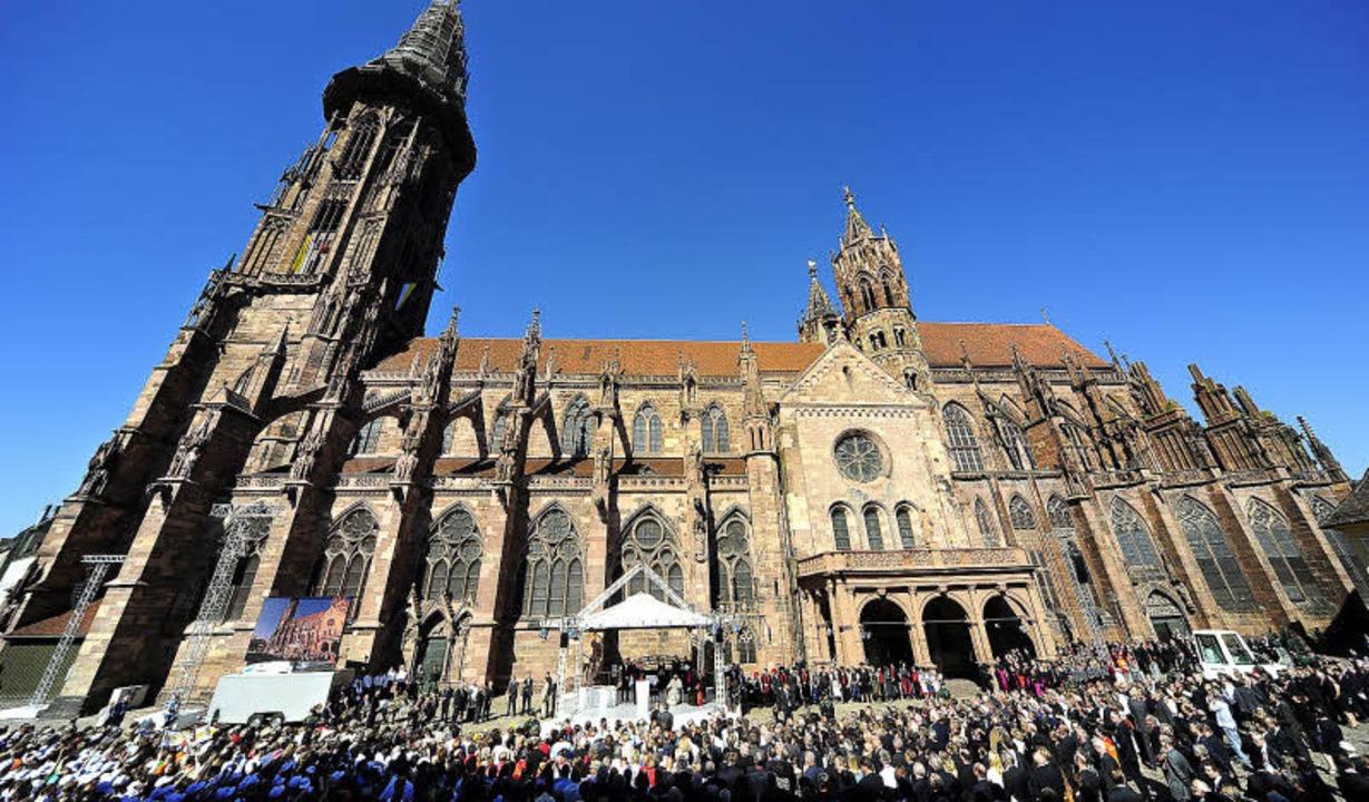 Beim Empfang auf dem Münsterplatz war Waldemar Lutz als Ehrengast dabei.  | Foto: Thomas Kunz