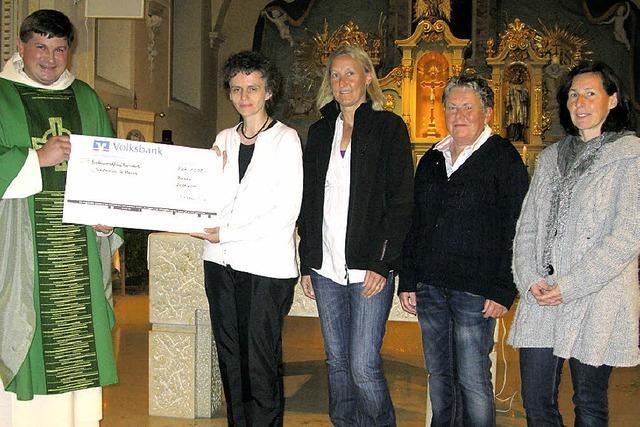 Großzügige Spende für die Caritas