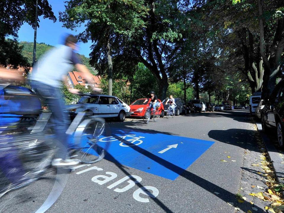 Auf  Fahrradstraßen wie der Hindenburgstraße haben Radler offiziell Vorrang.     Foto: M. Bamberger