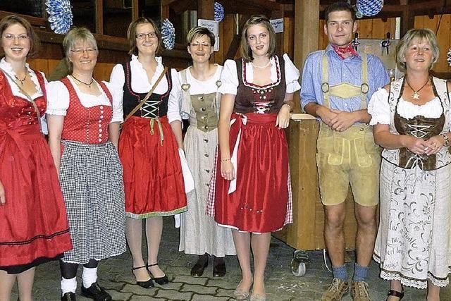 Zünftig-fröhliches Oktoberfest mit Freunden