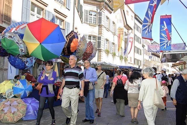 Herbstwarenmarkt bei Sommerwetter